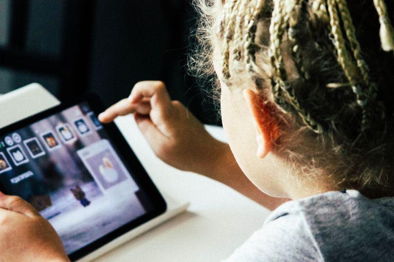 Ο Χρόνος που Περνάνε τα Παιδιά Μπροστά από την Τηλεόραση Καθυστερεί την Ανάπτυξή τους.