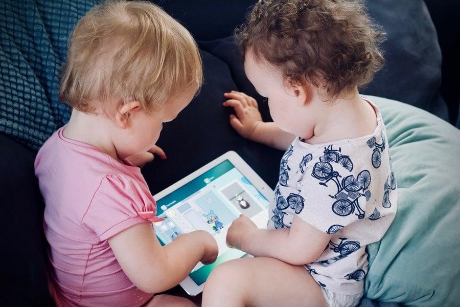 Παιδί και Οθόνες: Βάλτε Μέτρο με χρήση του Κανόνα «3-6-9-12»