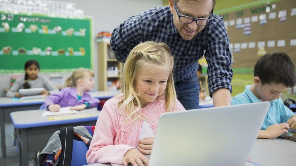 Συμβουλές για εκπαιδευτικούς για την αντιμετώπιση των online επικίνδυνων προκλήσεων/παιχνιδιών