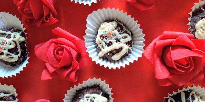"""Σοκολατένια """"βραχάκια""""με αμύγδαλα και ινδοκάρυδο"""