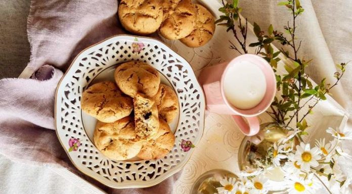 Cookies με ταχίνι και σοκολάτα